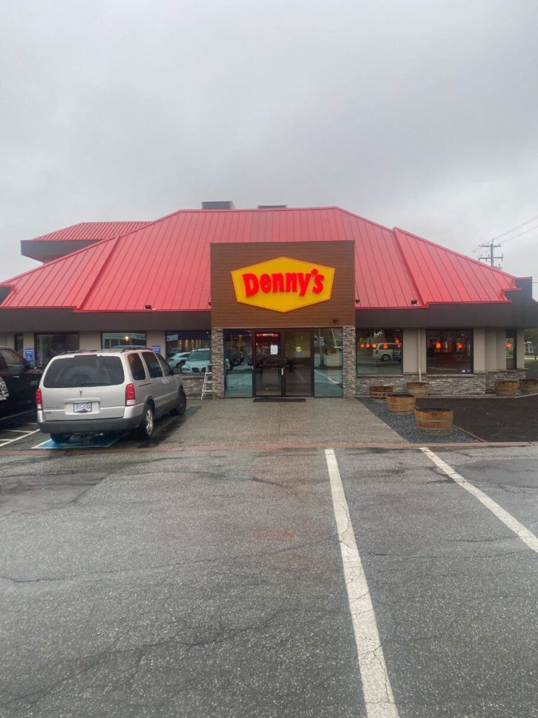 Denny's front